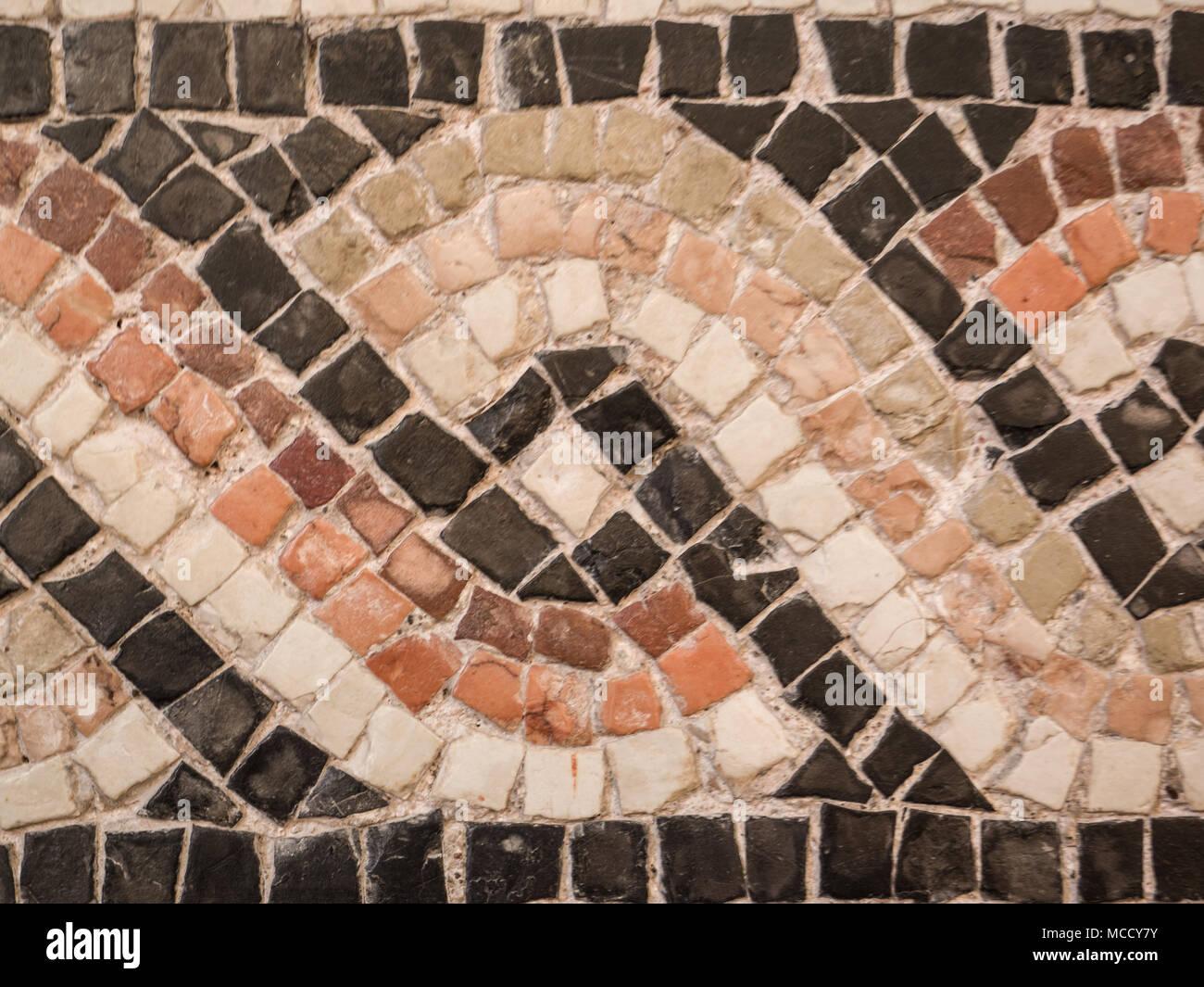 Piastrelle colorate utilizzata per un duemila anni di mosaico