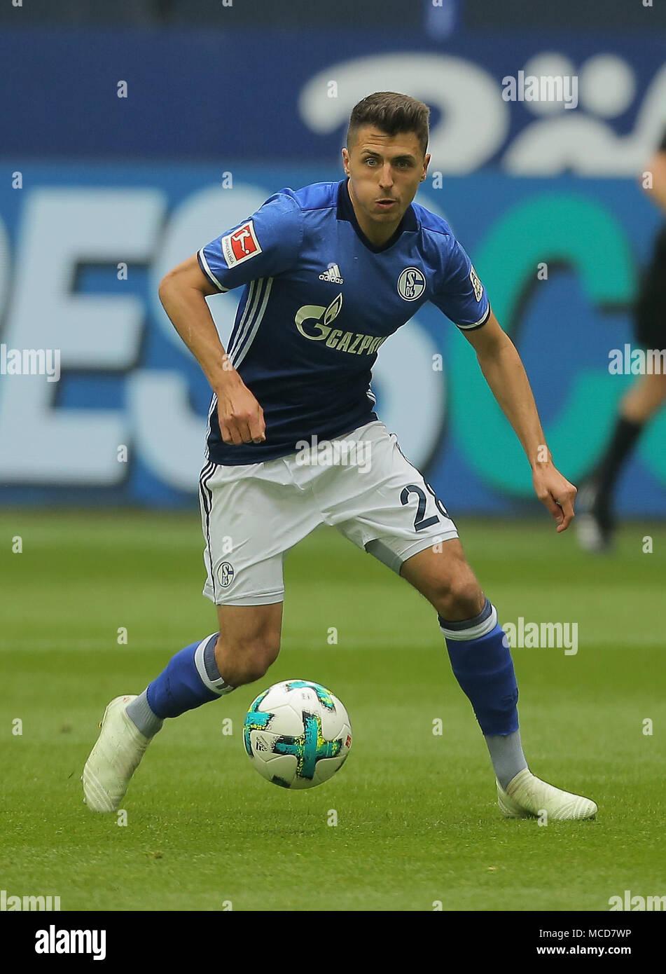 Gelsenkirchen, Germania 15 aprile 2018, Bundesliga giornata 30, FC Schalke 04 vs BV Borussia Dortmund: Alessandro Andre Schoepf (Schalke) in azione. Credito: Juergen schwarz/Alamy Live News Foto Stock