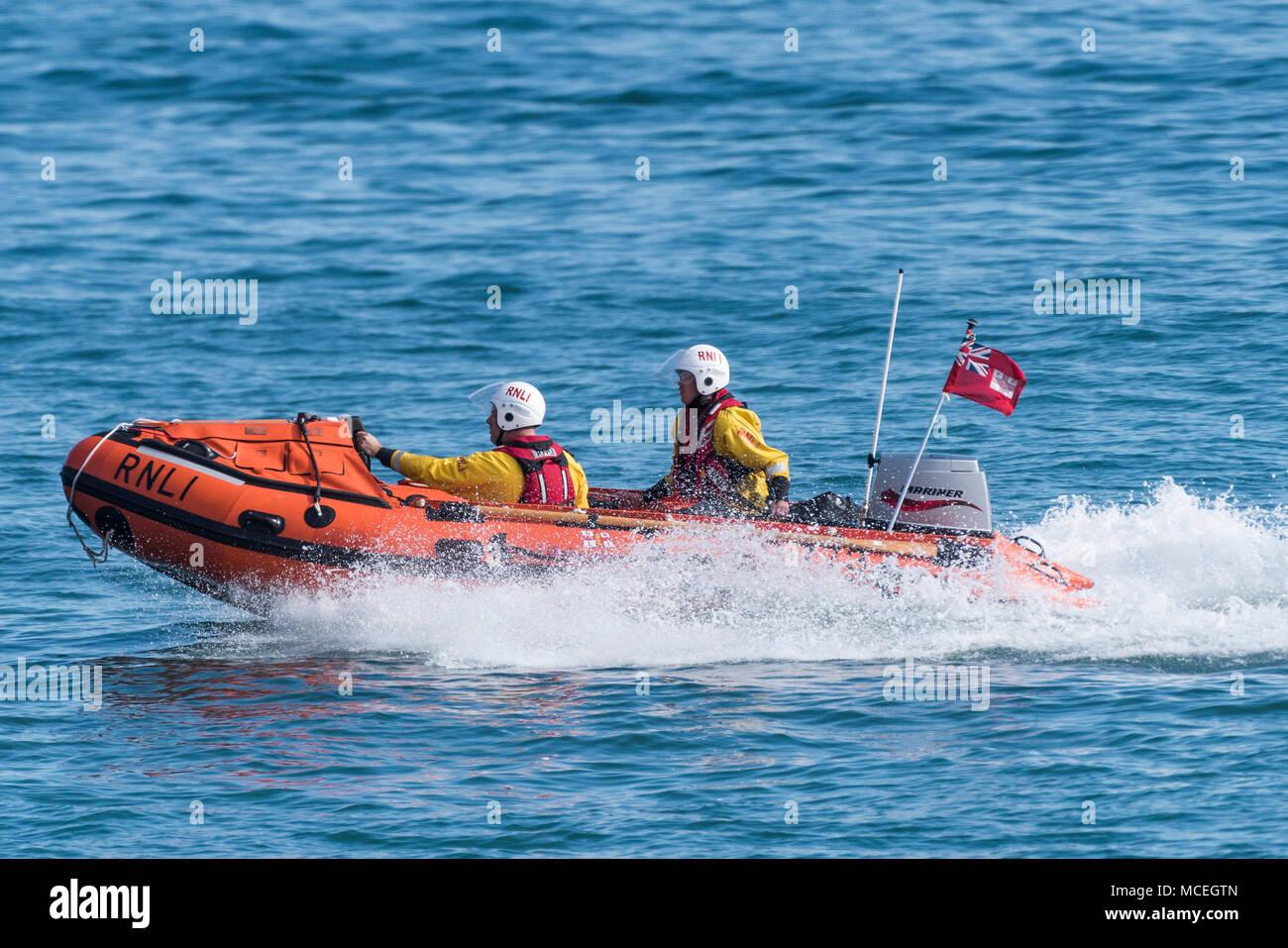 La costiera di Newquay mezzo di salvataggio e il suo equipaggio di volontari che partecipano a un GMICE (buona medicina in ambienti impegnativi) incidente grave esercizio i Immagini Stock