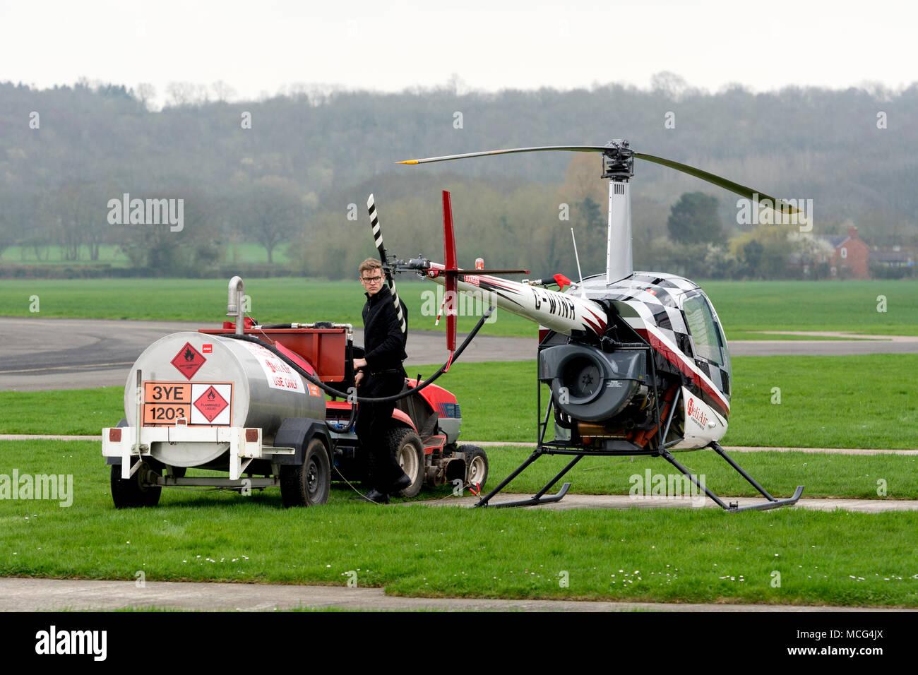 Elicottero R22 : Elicottero r in modalità hover foto royalty free immagini