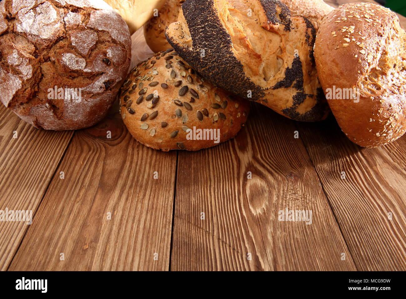 Il pane e i panini al giorno d'oggi si verificano in molti tipi e forme non solo in Polonia ma in tutto il mondo. Immagini Stock