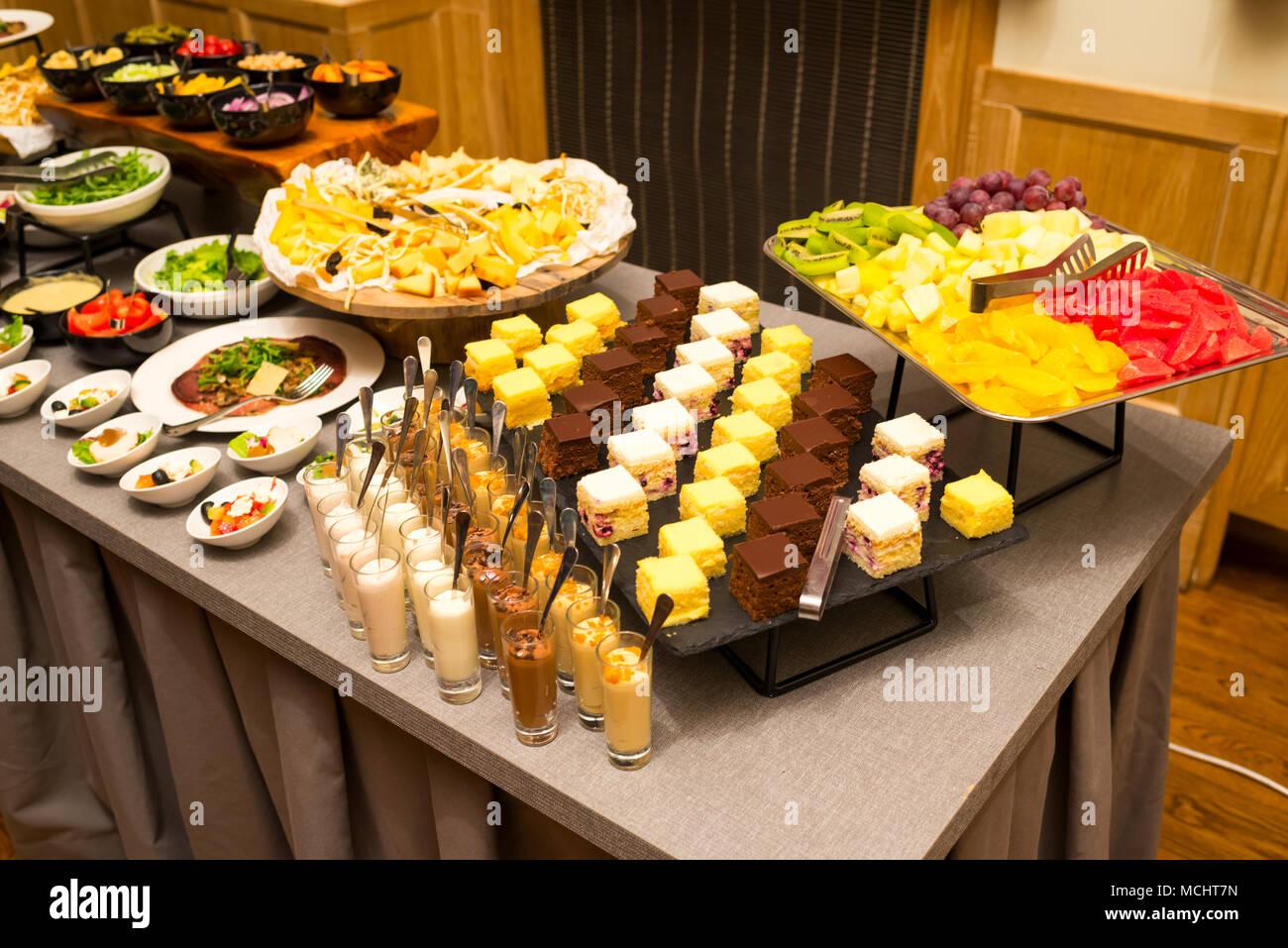 Buffet Di Dolci E Frutta : Catering varese buffet di dolci e torte