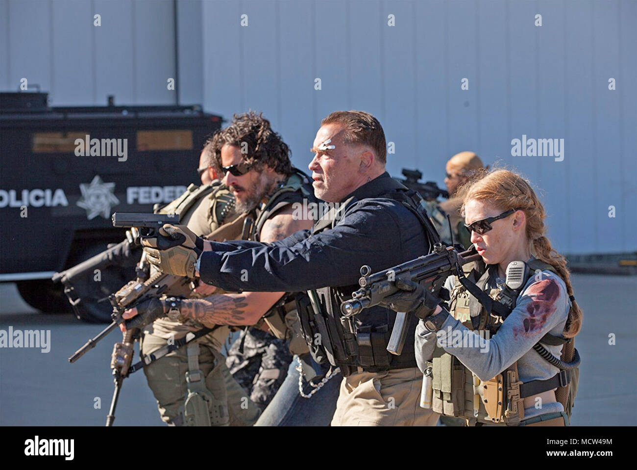 Il sabotaggio 2014 Open Road Films Production con Arnold Schwarzenegger e Mireille Enos a destra Immagini Stock