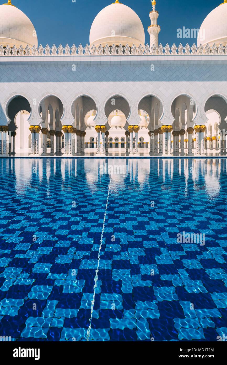 ABU DHABI/EMIRATI ARABI UNITI - Marzo 29th, 2018: Architettura dettaglio della maestosa Sheikh Zayed Grande moschea Immagini Stock
