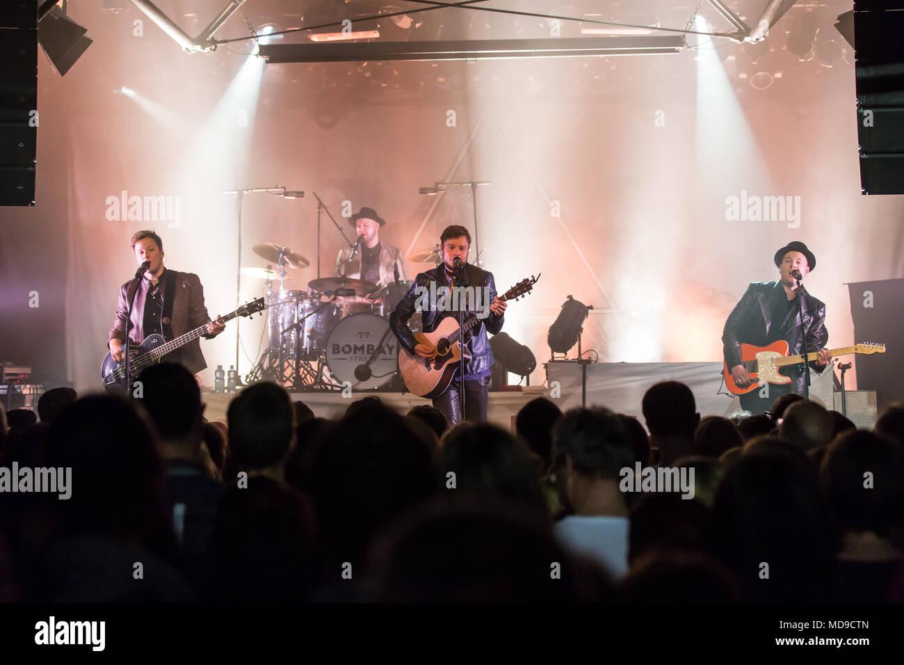 La banda musicale svizzera 77 Bombay Street live at Schüür Luzern, Svizzera Immagini Stock