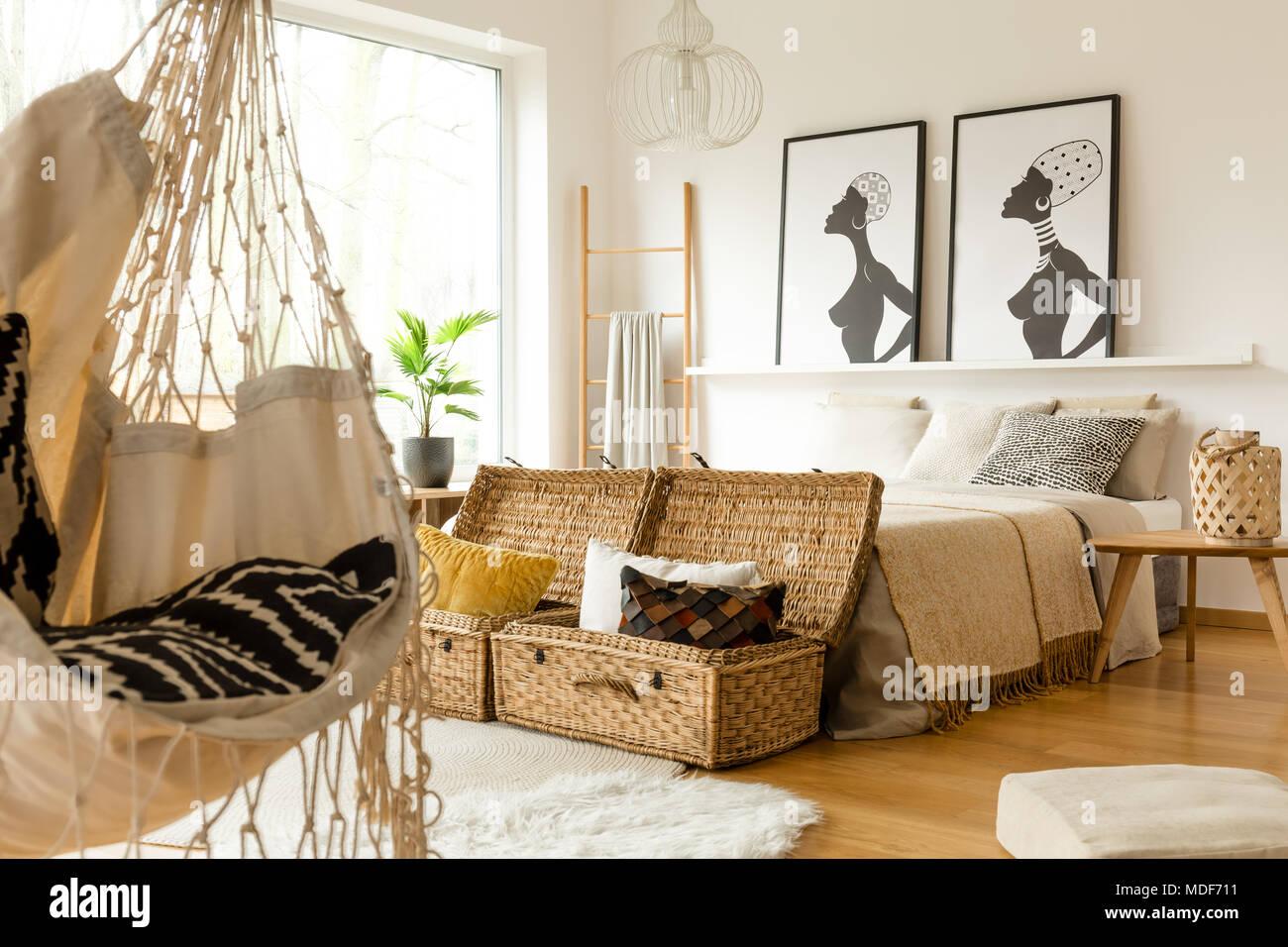 Posters Per Camera Da Letto : African interiore camera da letto con uno swing scatole con