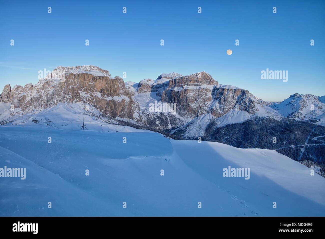 Vista panoramica della Val di Fassa ski resort in Italia, Dolomiti, Trentino-Alto-Adige, Italia Immagini Stock