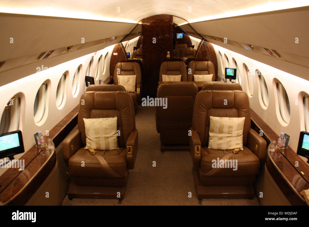 Jet Privato Lussuoso : Lussuosa cabina passeggeri di un falcon jet privato foto