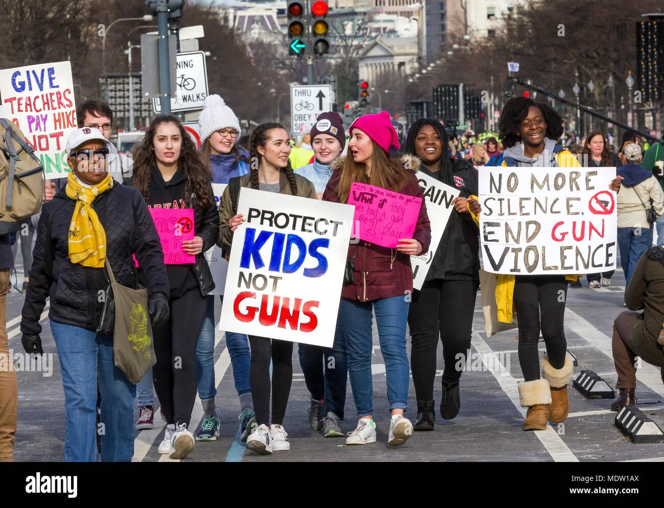 """""""Proteggere i ragazzi non le armi' segno. Marzo per la nostra vita di rally pistola contro la violenza su Marzo 24, 2018 a Washington, DC. Immagini Stock"""