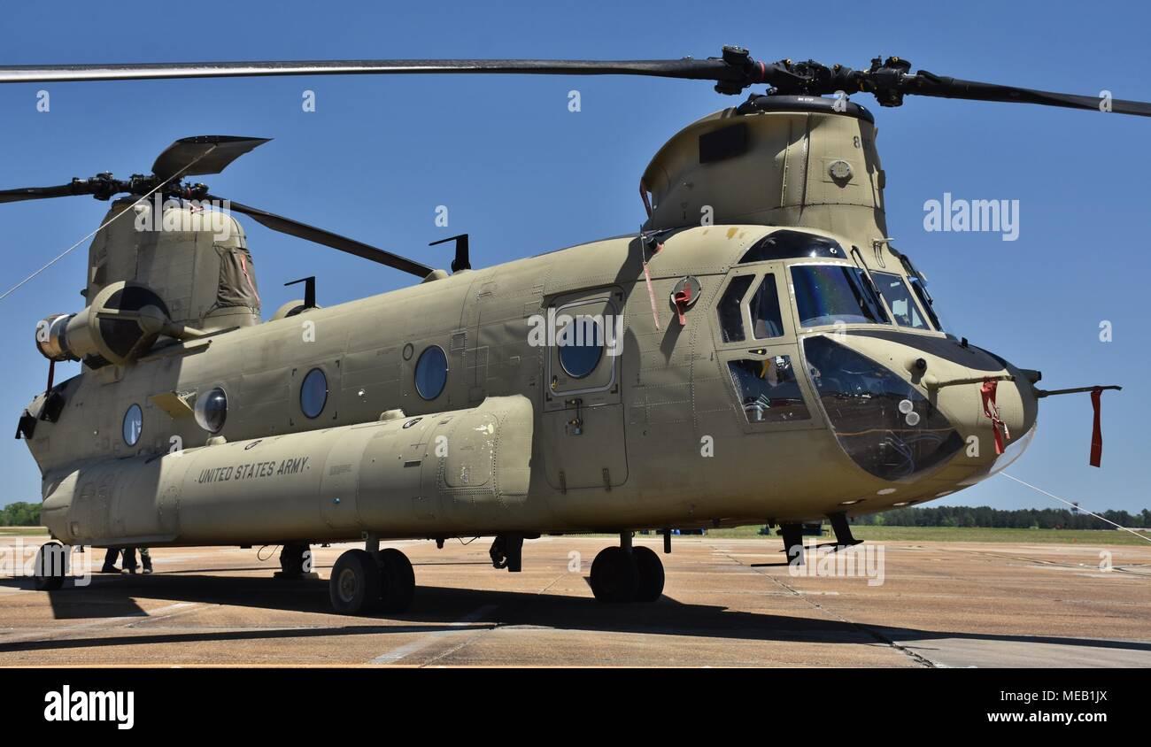 Elicottero Ch : Un verde u s esercito ch chinook elicottero di trasporto sulla