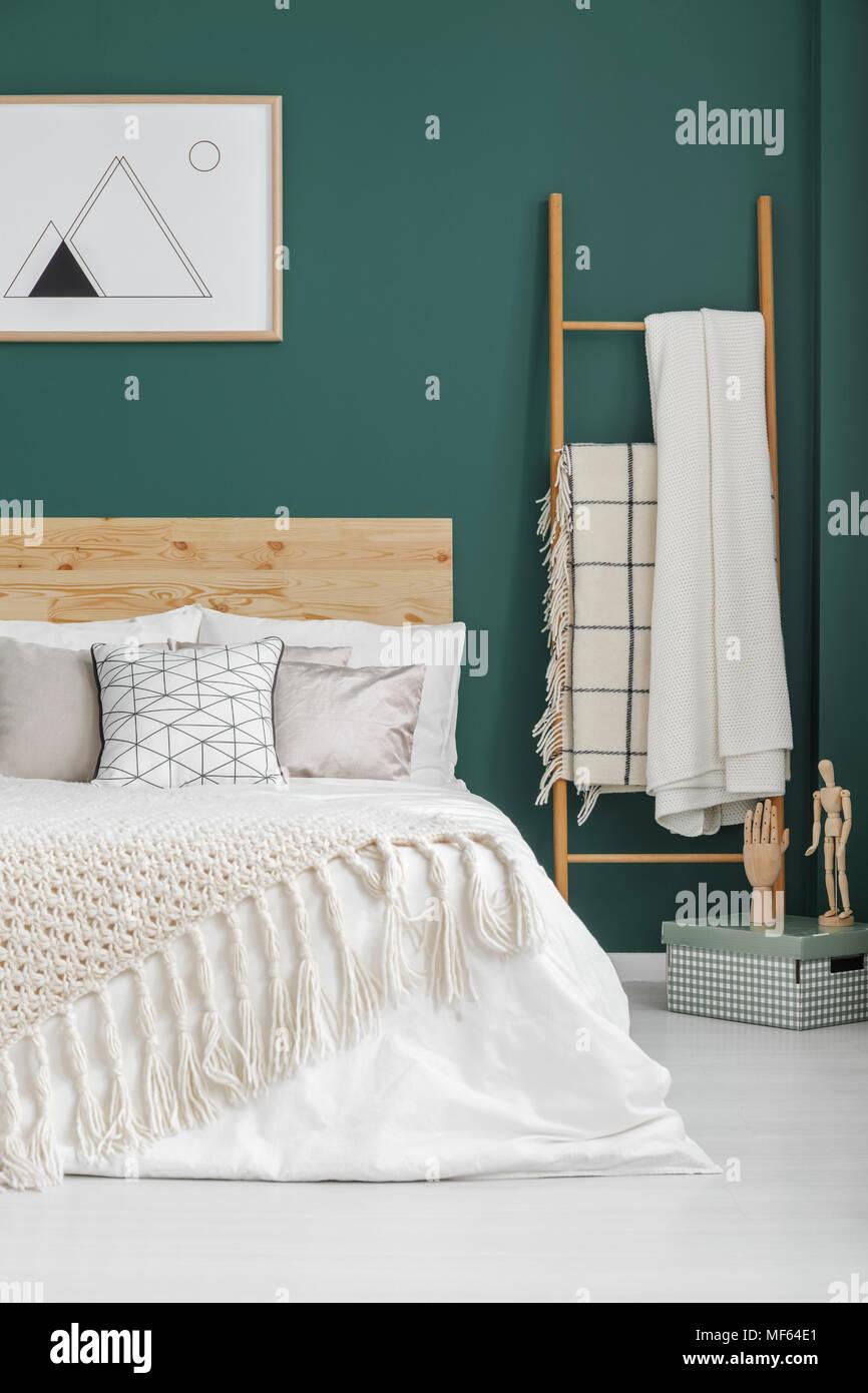 Il beige coperte sul letto e in scaletta boho interiore camera da ...