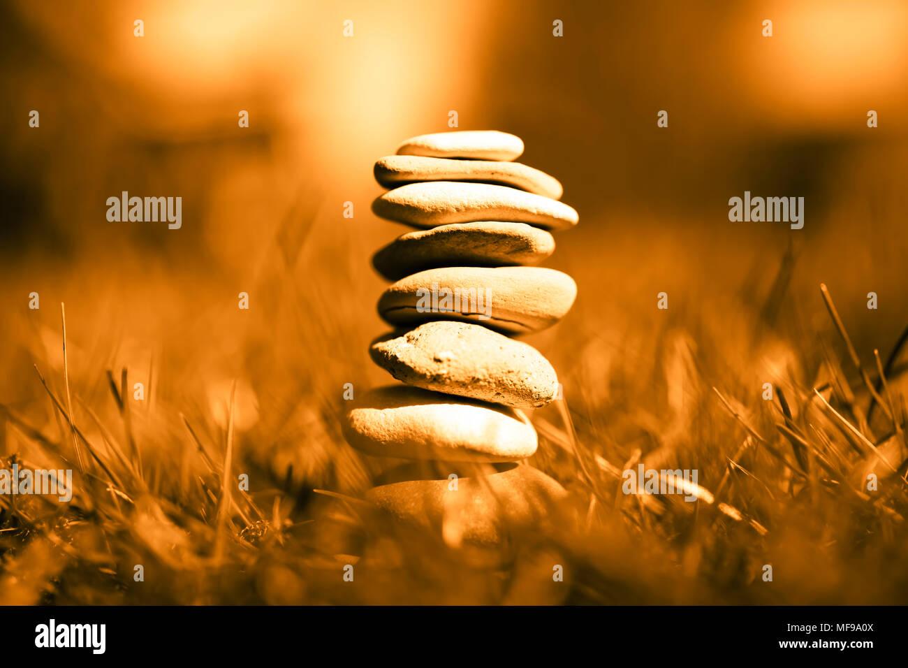 Pietre impilate, armonia, equilibrio Foto Stock