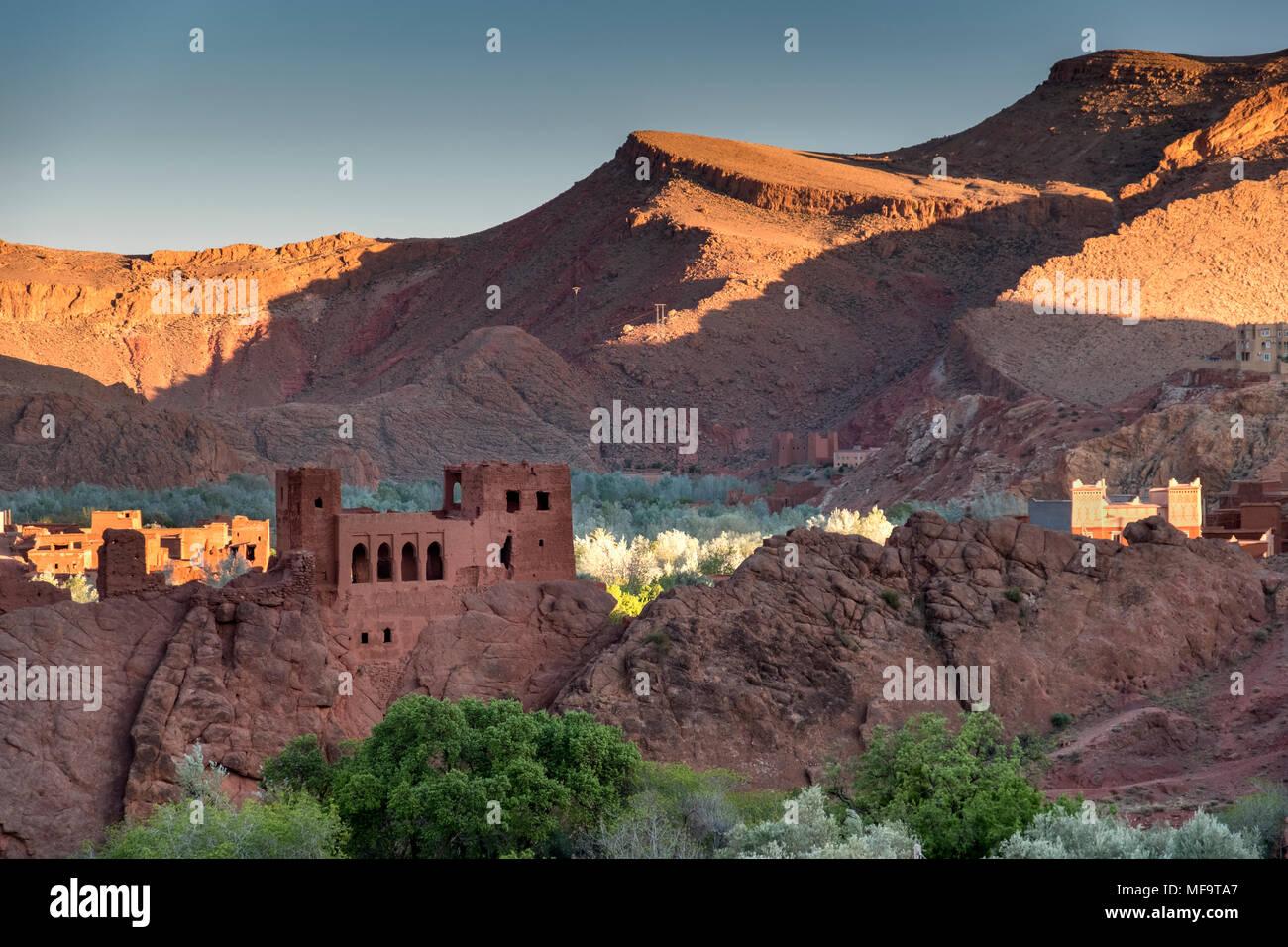 Kasbah abbandonate nella spettacolare Valle di Dades, Marocco Immagini Stock