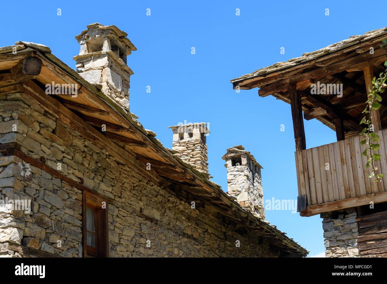 Case In Pietra E Mattoni : Vecchio autentiche case rustico in pietra e mattoni e pietra tetti