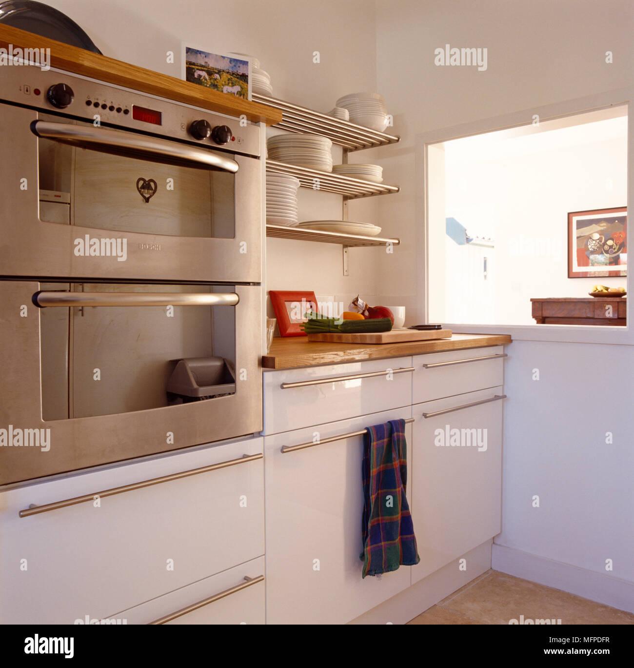 Cucina con legno e acciaio inox armadi, elettrodomestici e le ...