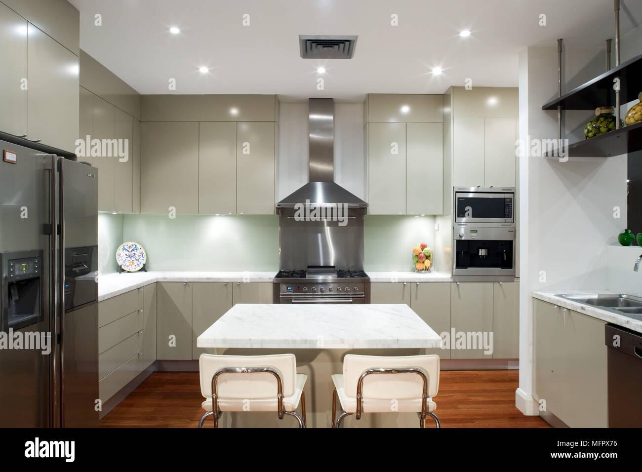 Sgabello moderno in similpelle per cucina e bar design phoenix