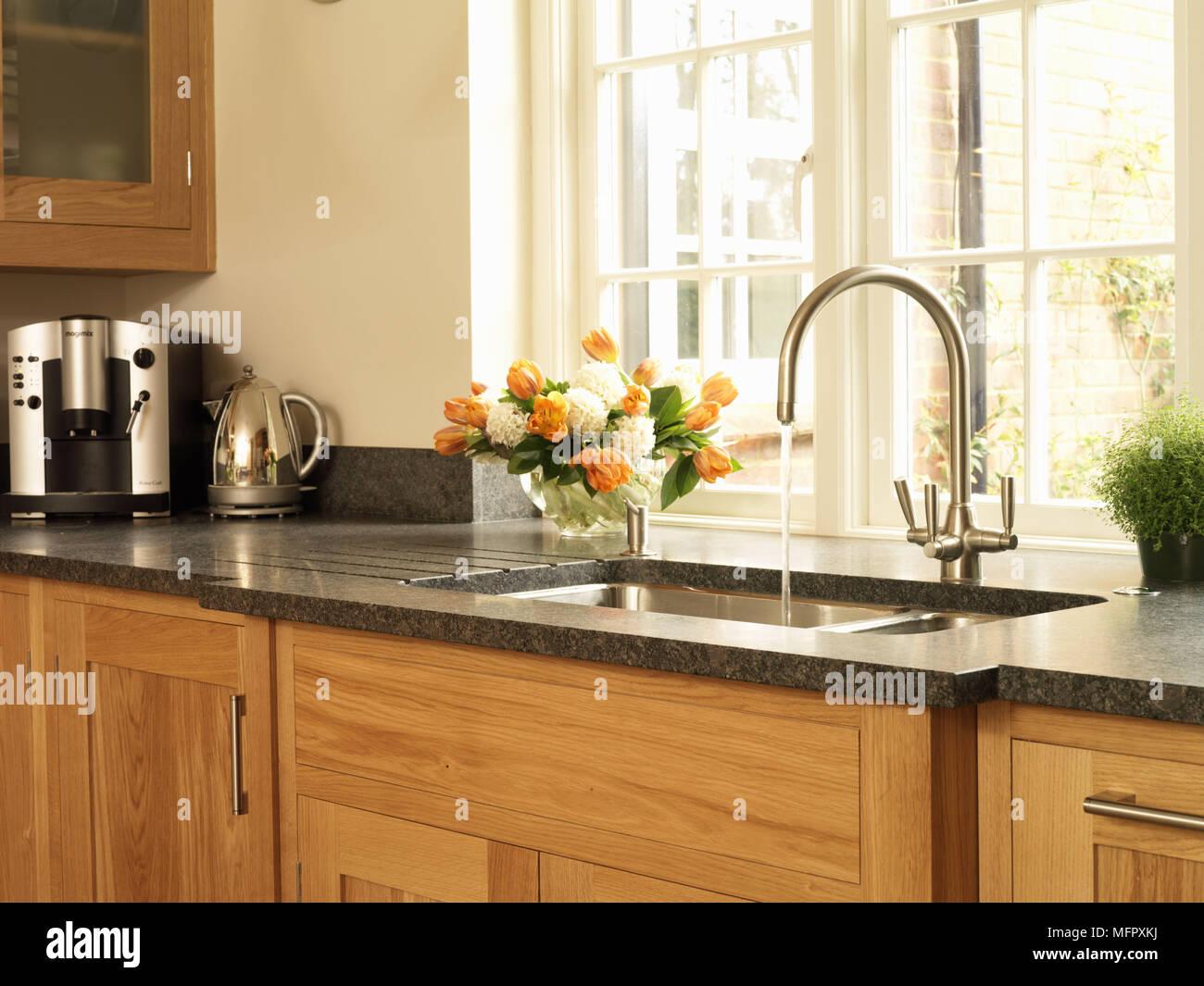 Piano Di Lavoro Per Cucina In Legno.Chrome Toccare E Lavandino Impostato Nel Piano Di Lavoro In