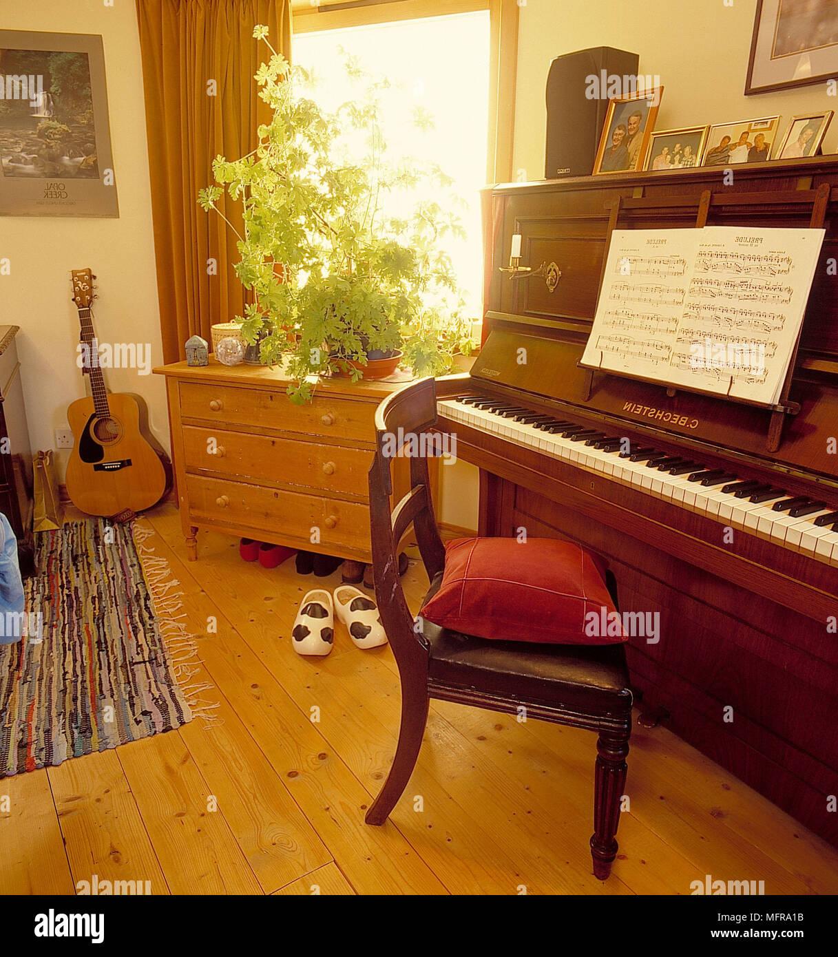 Aprire il pianoforte in paese camera da letto di casa ...