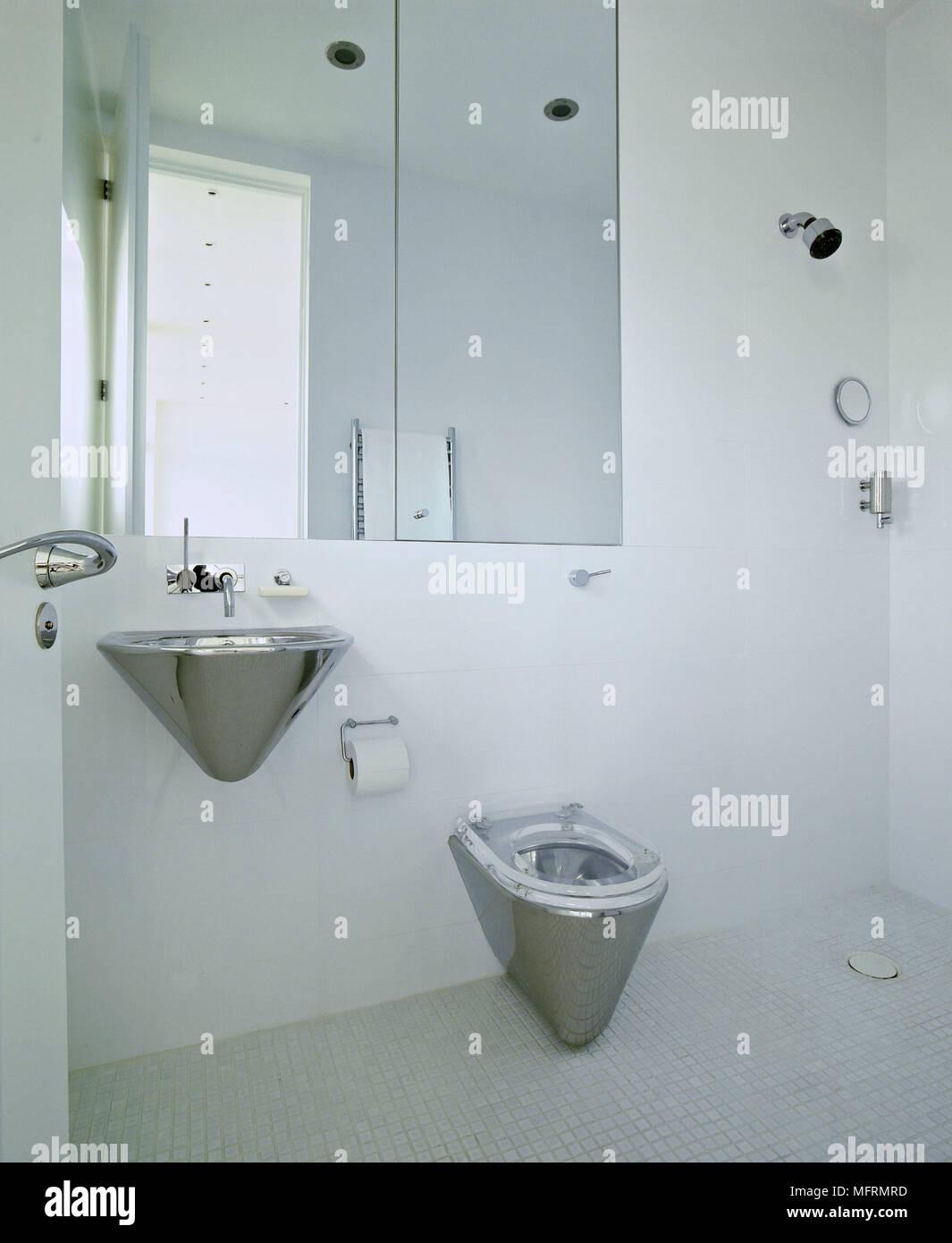 Lavabi In Acciaio Bagno.Un Moderno Minimalista Bagno Bianco Wet Room Montato A Parete In