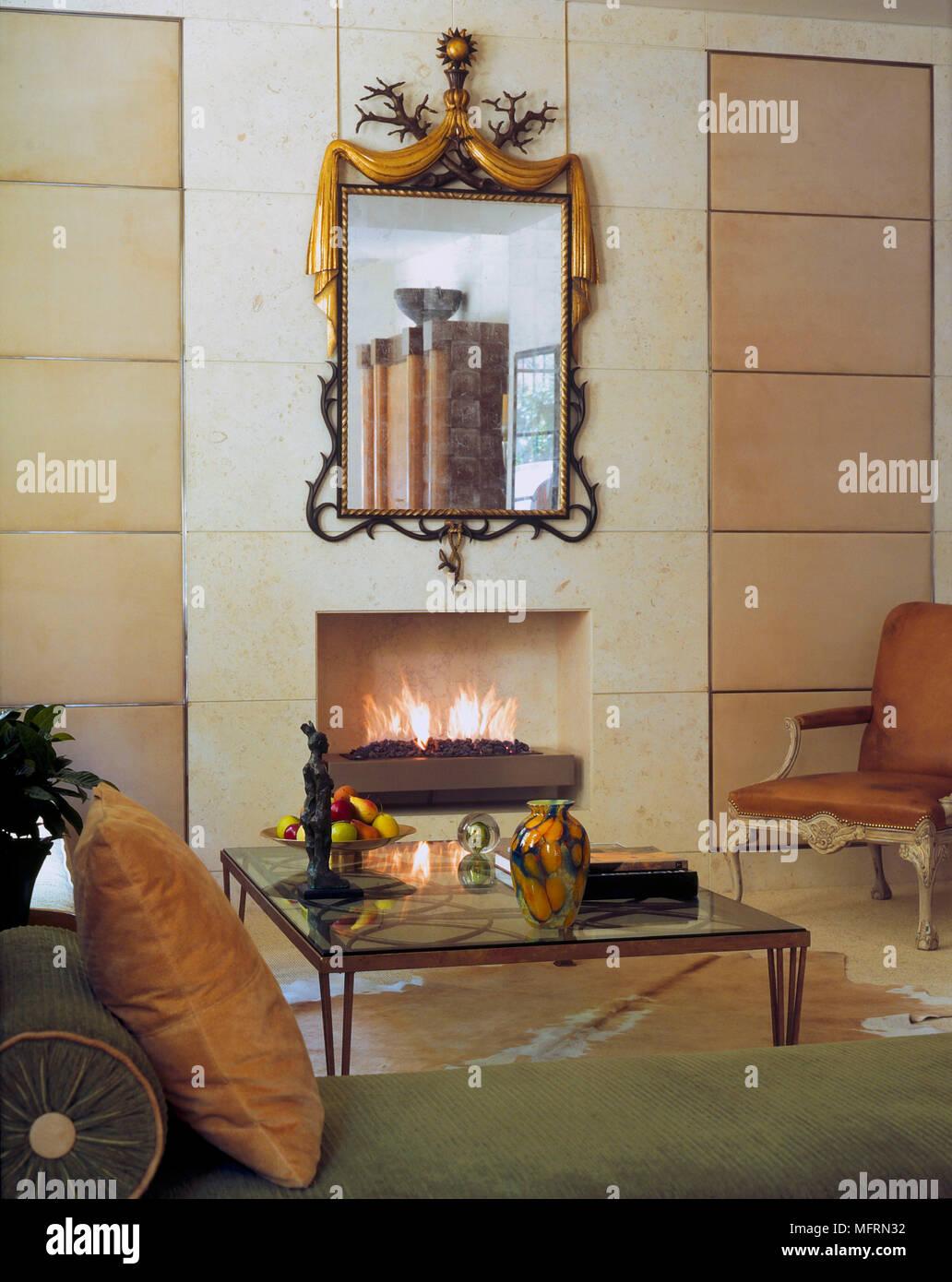 Foto Di Un Camino Acceso un dettaglio di un moderno salotto con camino semplice con