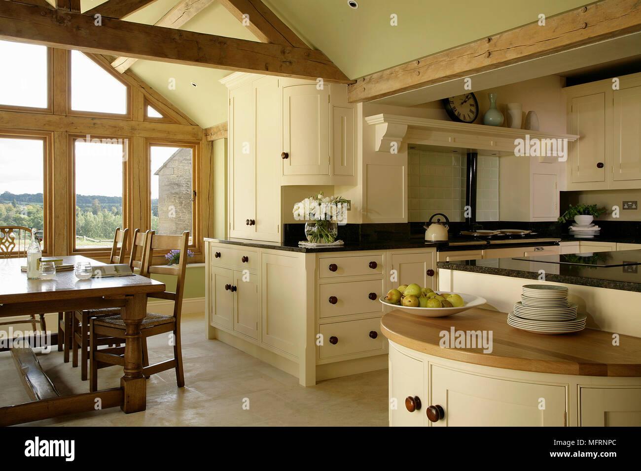 Racconto da pranzo e sedie in moderno stile country cucina ...
