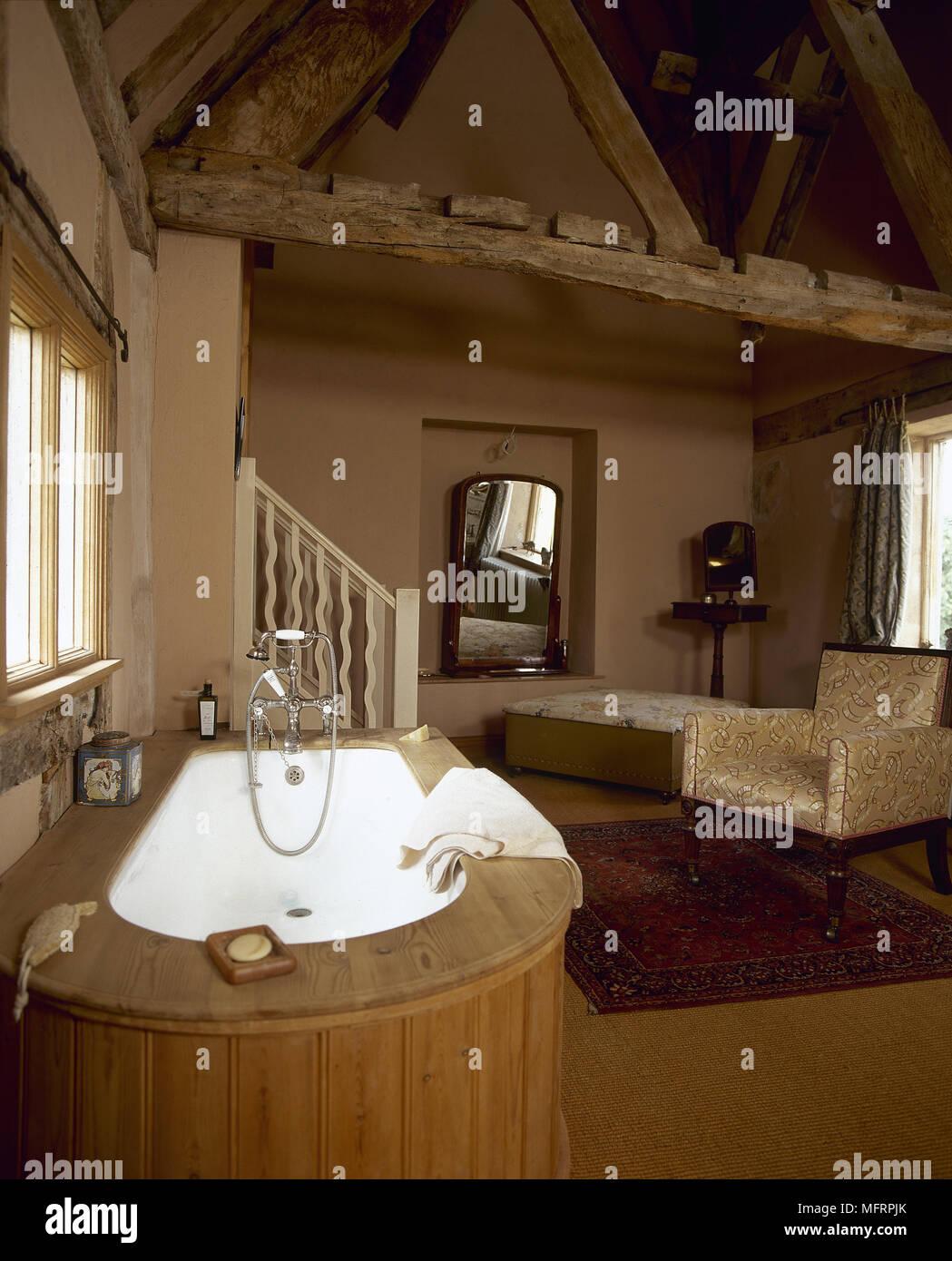 Foto Bagni Stile Country stile country bagno in cotto con soffitto con travi a vista