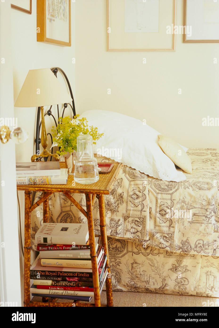 Un dettaglio di un tradizionale folle camera da letto con letto ...