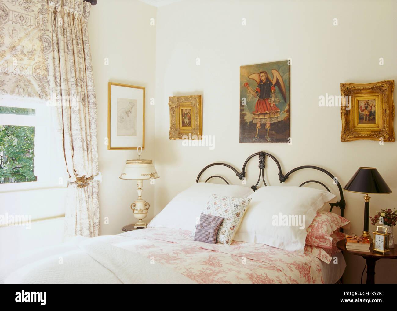 Camere Da Letto Tradizionali : Un dettaglio di un tradizionale folle camera da letto con