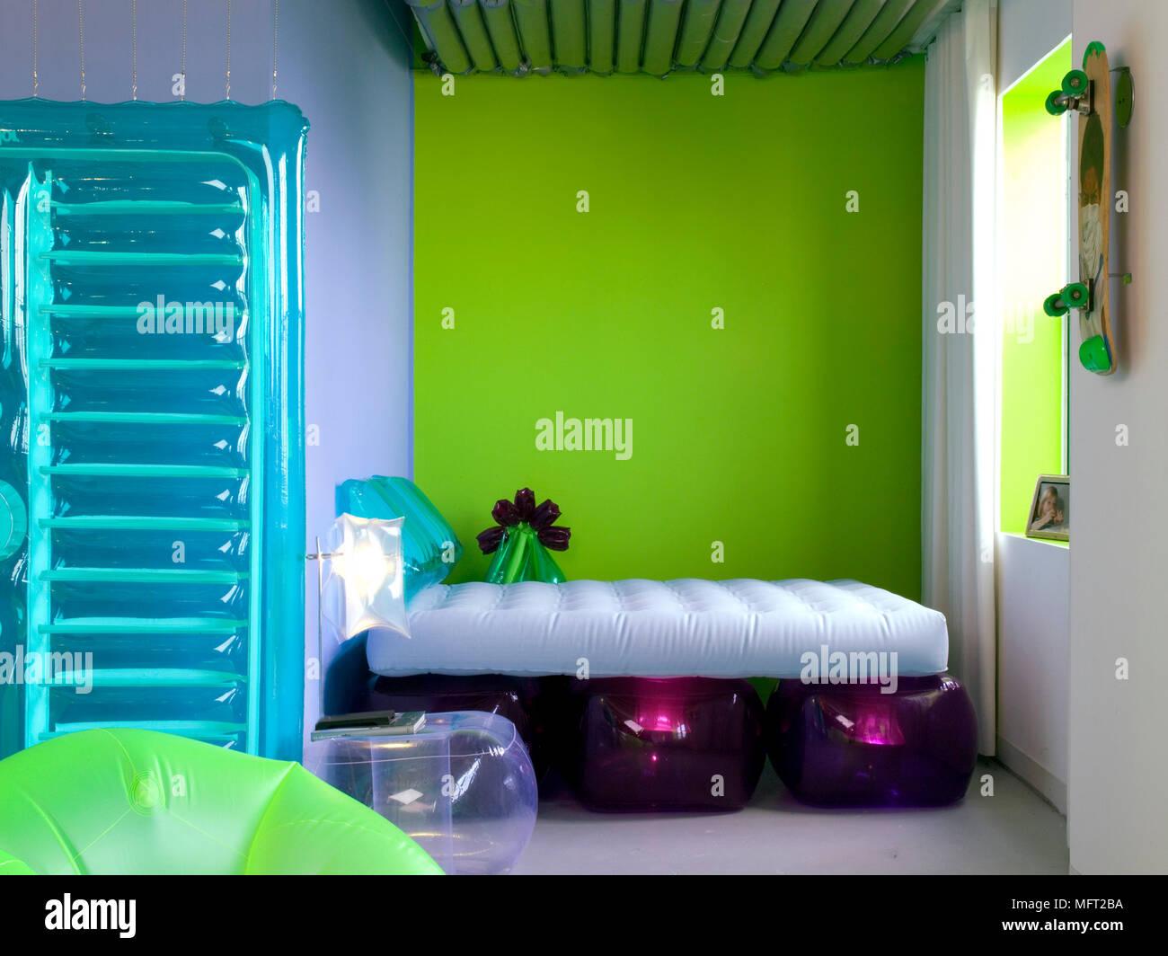Camera Da Letto Gonfiabile.Childos Moderna Camera Da Letto Con Colori Vibranti E Arredamento