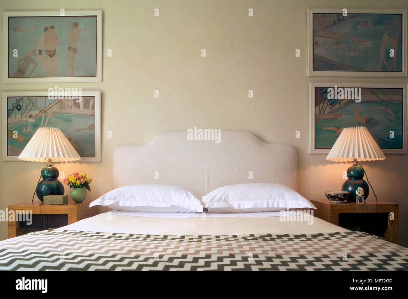 Letto Matrimoniale Giallo : Un tradizionale giallo camera da letto matrimoniale con testata