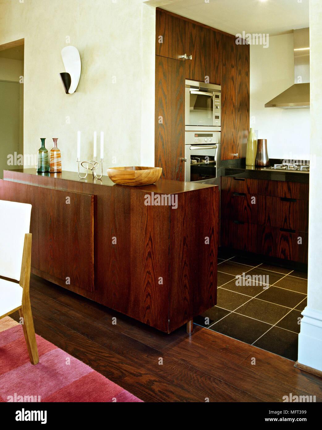 Moderna cucina a pianta aperta dettaglio unità di legno credenza ...