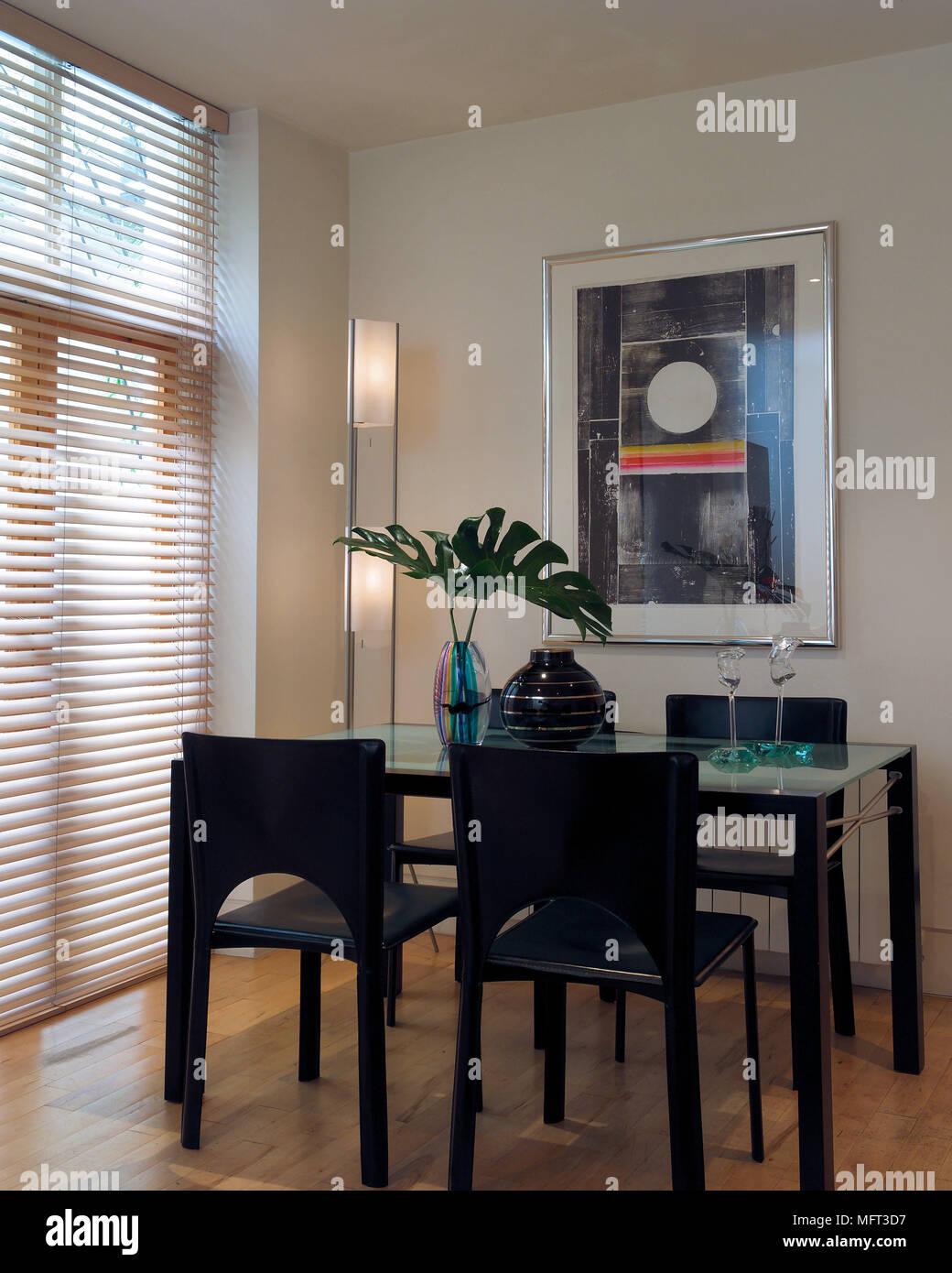Sala da pranzo moderna in legno nero e vetro tavolo sedie veneziane interni camere trattamenti - Camere da pranzo moderne ...