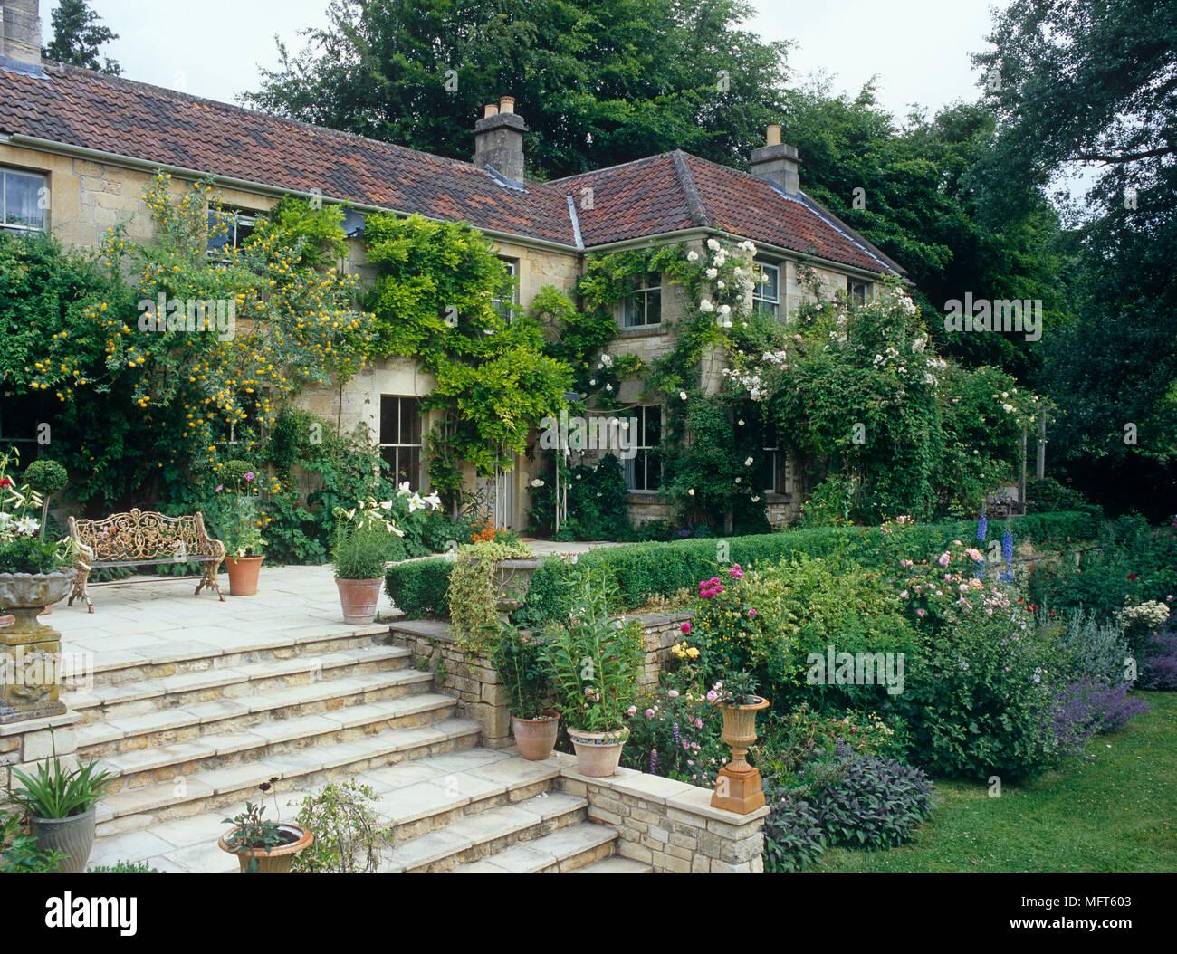 Esterno Casa Di Campagna esterno della casa di campagna con giardino terrazzato con