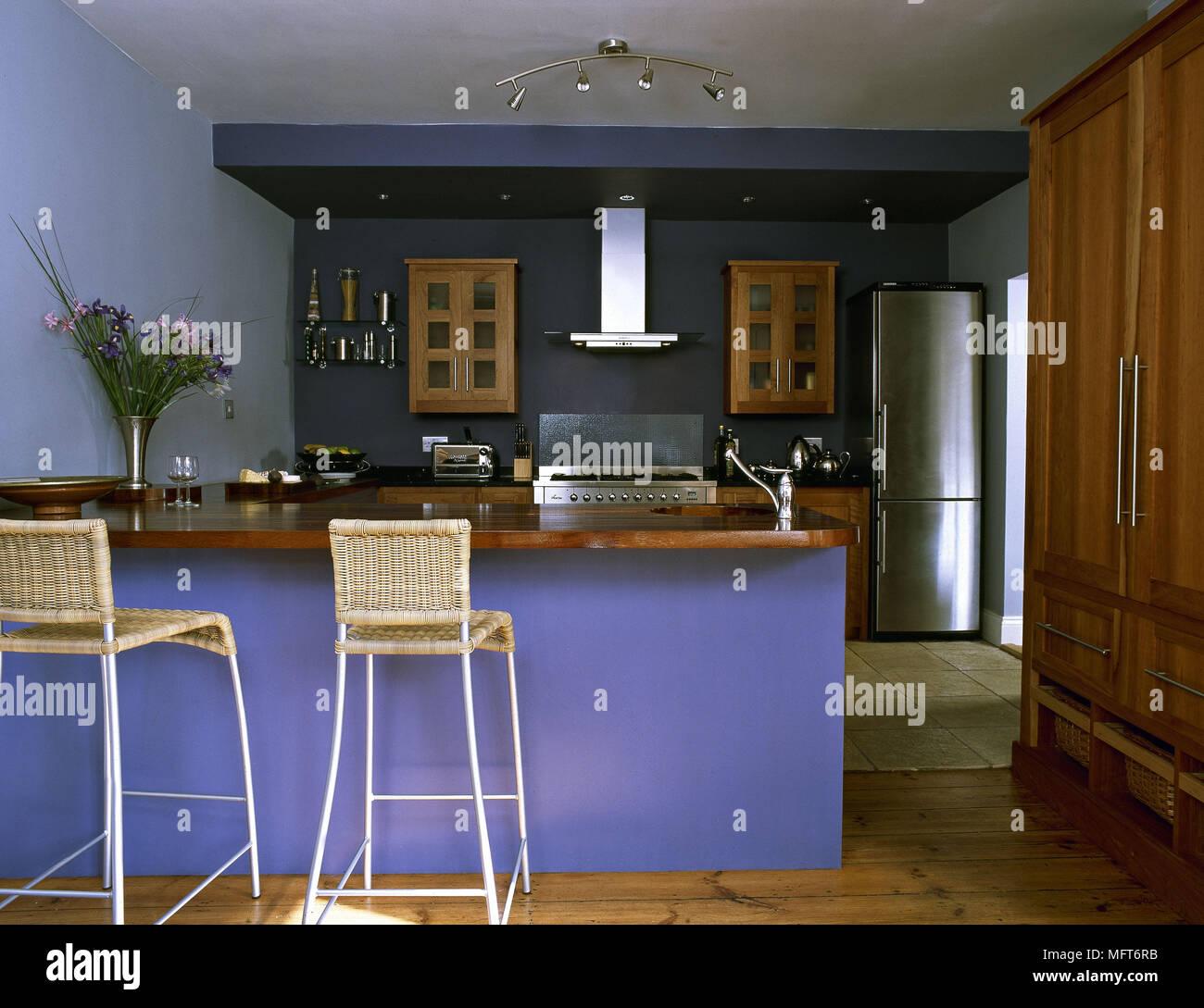 Moderna cucina blu isola centrale unit prima colazione for Sedie blu cucina