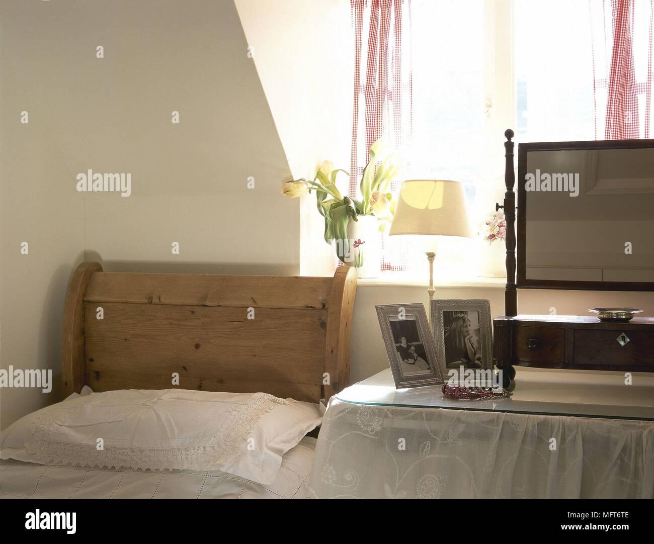 Camere Da Letto Tradizionali : Camera da letto tradizionale legno di dettaglio sleigh bed