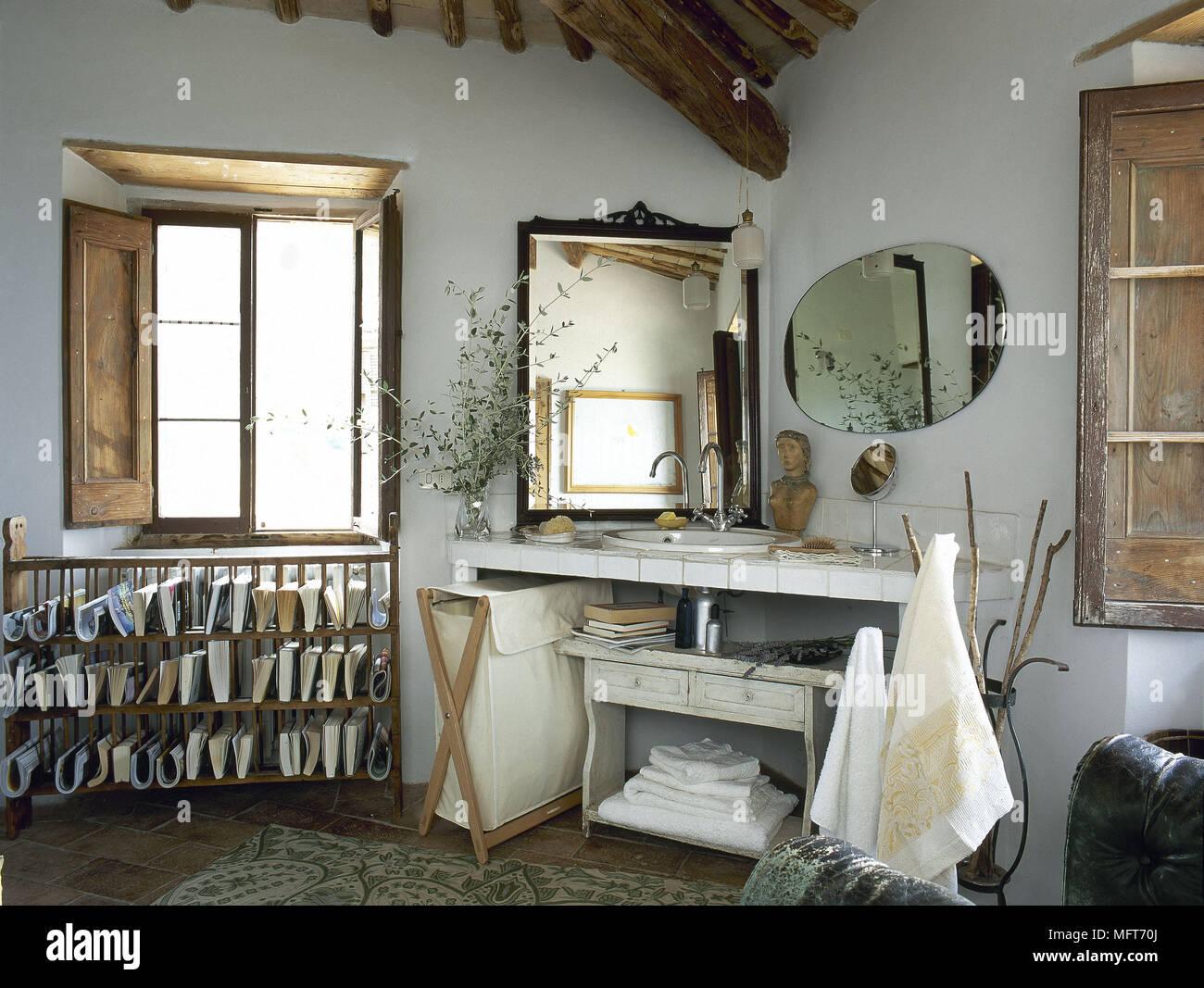 Paese rustico bagno lavandino in ceramica circondano interni bagni lavelli foto immagine stock for Lavandino bagno in pietra