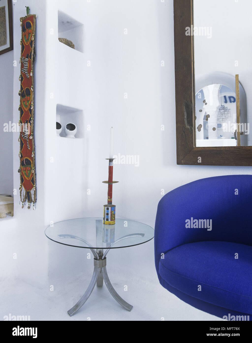 Un Dettaglio Di Un Moderno E Bianco Salotto Divano Blu Specchio Da