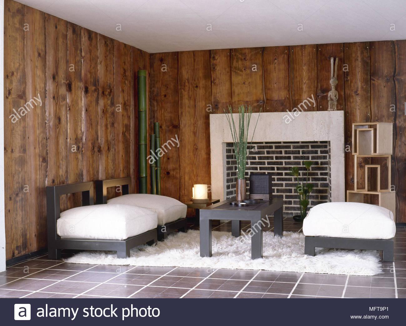 White mobili imbottiti in legno con pannelli di rivestimento ...