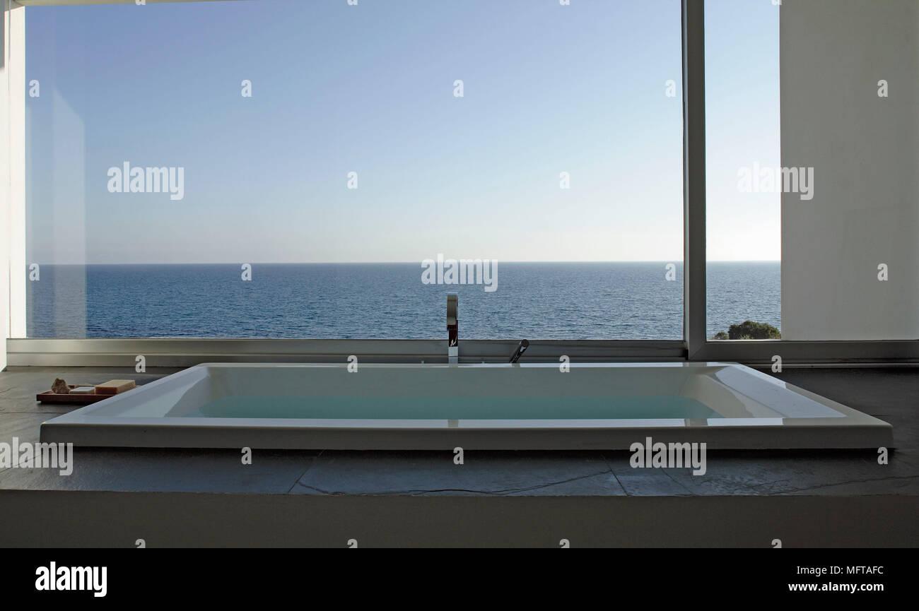 Vasca Incassata Con Surround Ardesia In Bagno Moderno Al Di Sotto