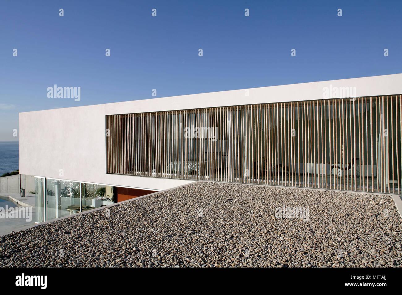 Esterno della casa moderna su diversi livelli con finestra for Casa moderna esterno