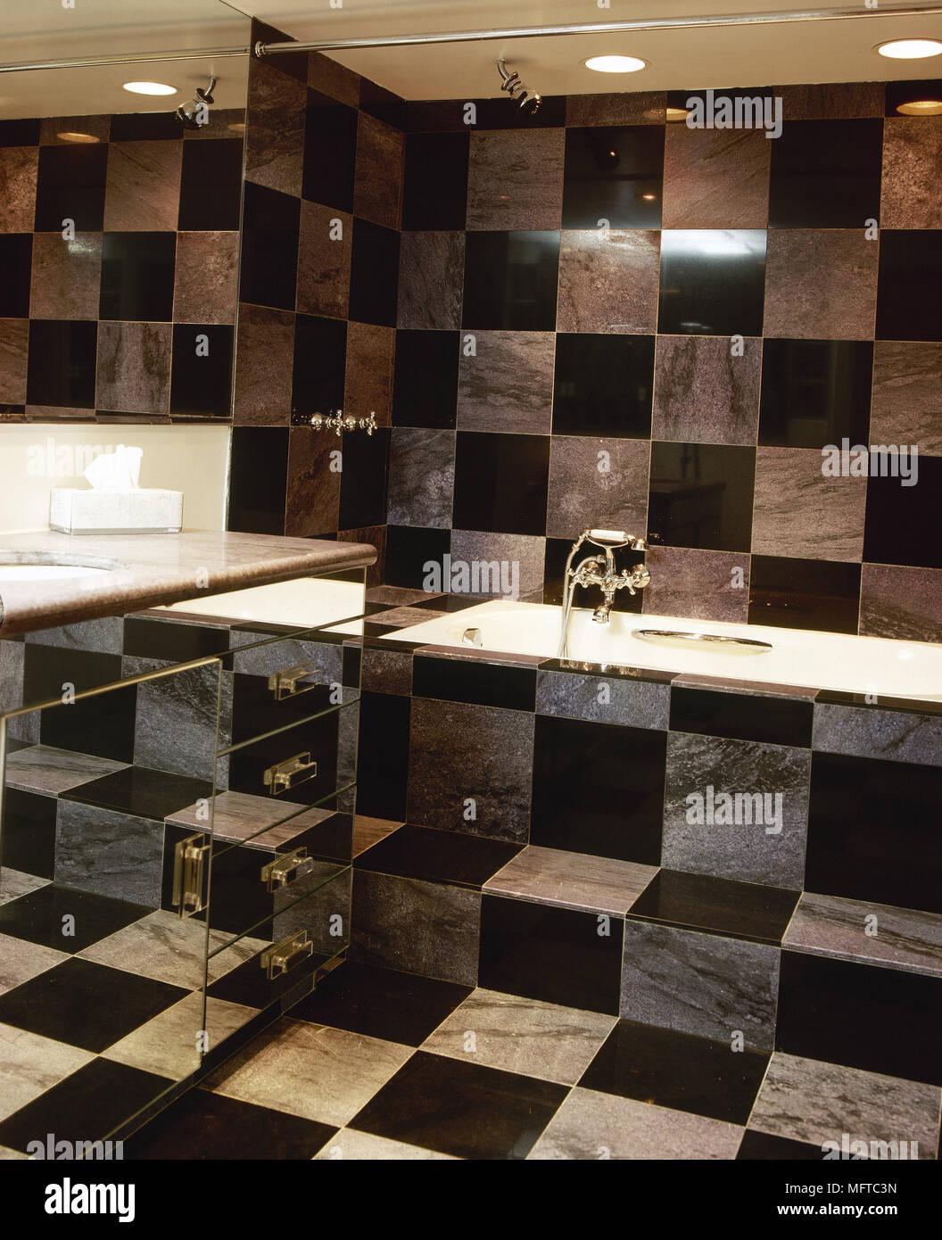 Bagni e piastrelle fabulous pitturare le piastrelle bagno e cucina diventano come nuovi with - Pitturare le piastrelle ...
