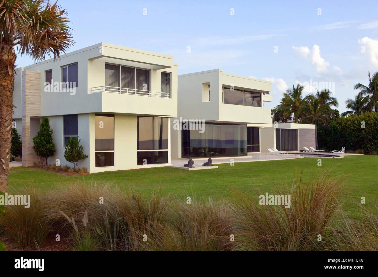 Colore Esterno Casa Moderna esterno della casa moderna con piscina foto & immagine stock