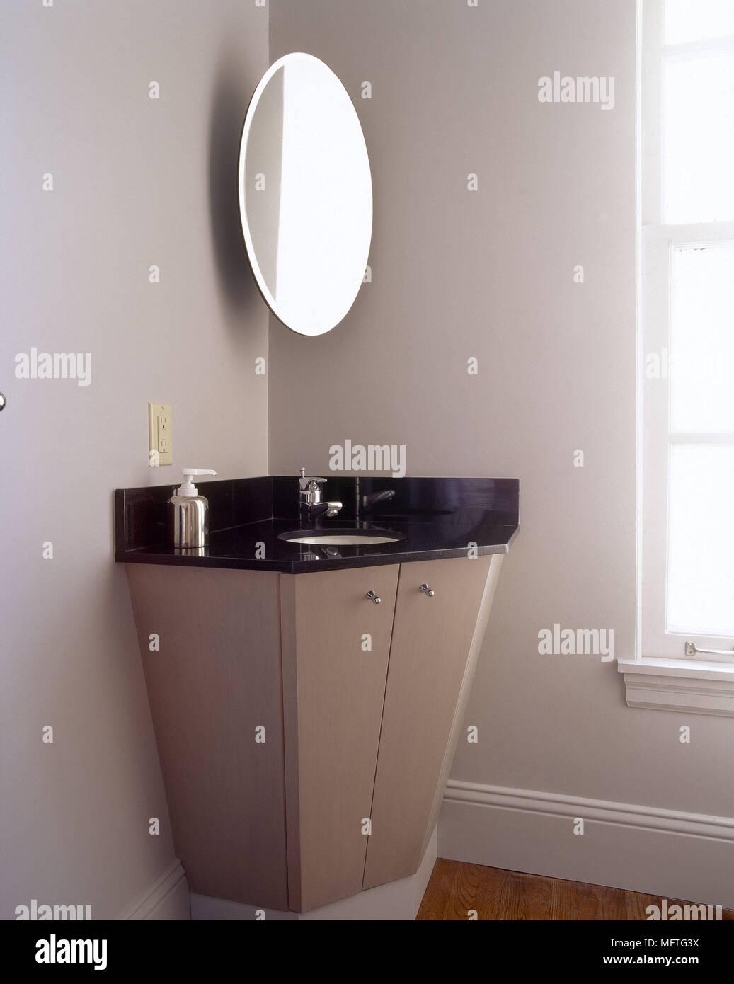 Lavabi Ad Angolo Lavandini Bagno.Particolare Di Un Bagno Ad Angolo Con Lavabo Sotto Specchio Ovale