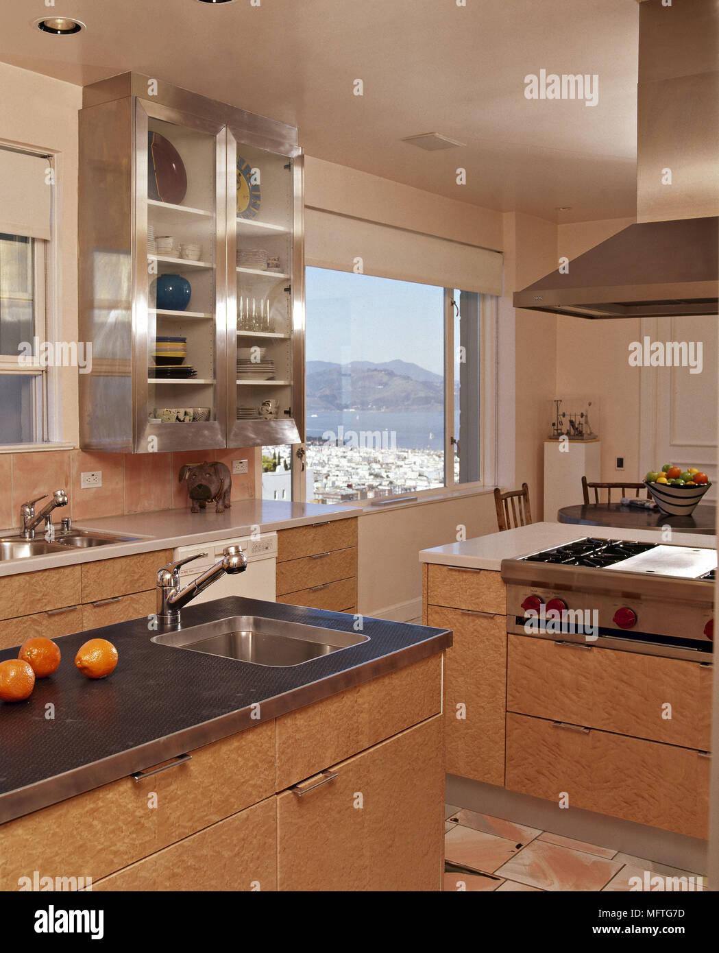 Armadio Cucina Moderna.Cucina Moderna Dettaglio Zona Pranzo Unita Legno Lavello In