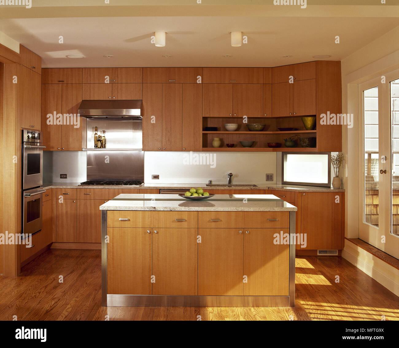 Moderna cucina minimalista isola centrale unità unità di legno ...