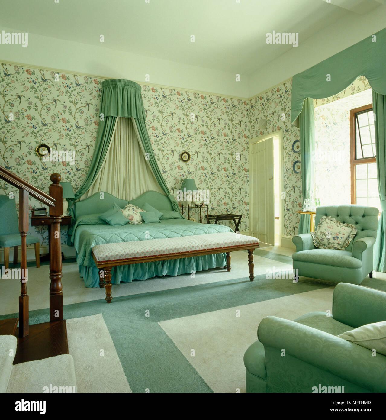 Opulenti camera da letto verde con motivi geometrici for Pareti camera matrimoniale