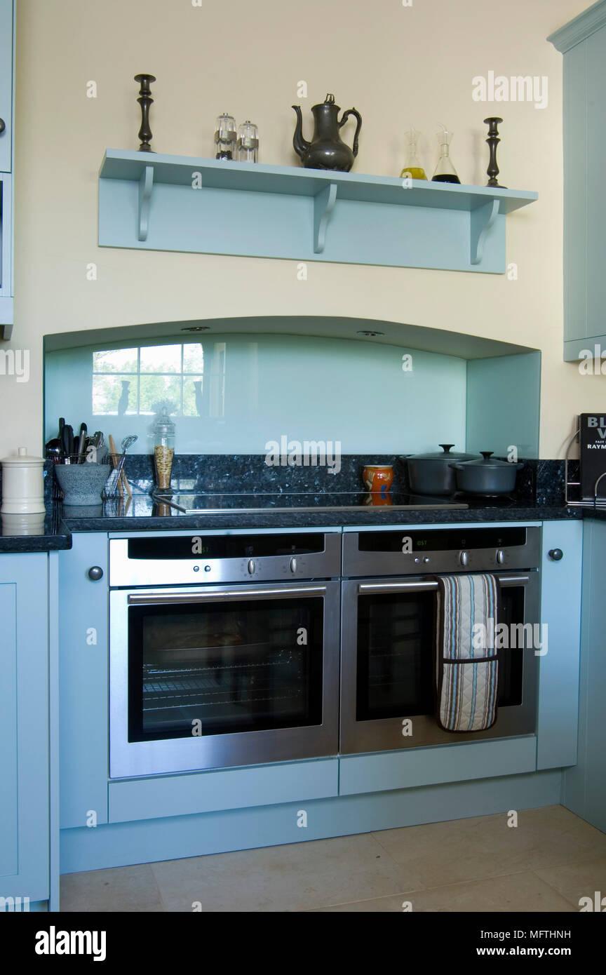Integrale doppio di forni in blu elementi di cucine ...