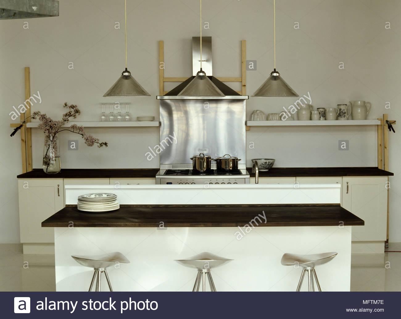 Sgabelli da bar a isola centrale bar per la colazione nella cucina