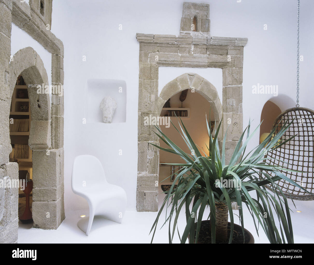 Filo Di Plastica Per Sedie.Un Dipinto Di Bianco In Stile Rustico Salotto In Pietra Portici