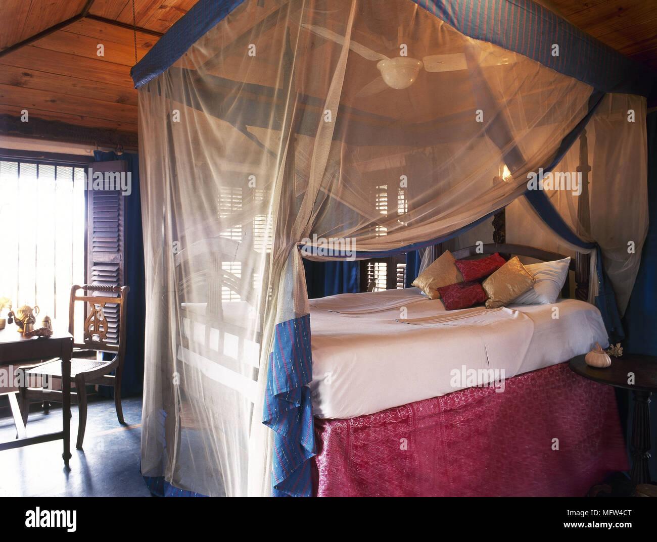 Camera Da Letto Stile Marocco : Stile arabo camera da letto con zanzariera sopra il letto e il